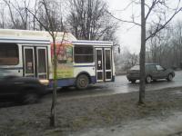 Фотофакт: На Большой Санкт-Петербургской автобус №101 столкнулся с легковушкой
