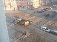 На улице Завокзальная КамАЗ с землёй попал в ДТП