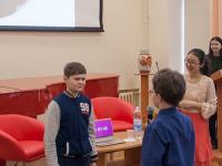 Новгородцев познакомили с экзотикой Китая преподаватели русского языка Юй Сюеци и Инь Линьцин
