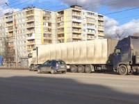 В Великом Новгороде столкнулись две фуры. Троллейбусам не проехать