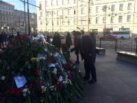 Андрей Никитин почтил память погибших в метро Санкт-Петербурга на месте теракта 3 апреля