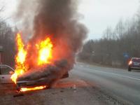 Видео: в Батецком районе сгорела иномарка