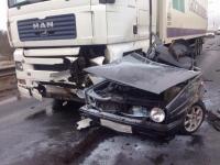 В Валдайском районе произошло ДТП с двумя легковушками и двумя фурами. Один человек погиб