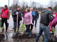 В Великом Новгороде субботник с участием главы региона прошел несмотря на непогоду