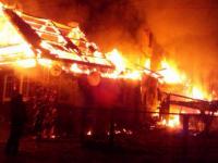 Валдайские пожары: дом в Едрово был охвачен пламенем