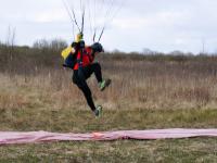 В Новгородской области 90 лет ДОСААФ отметили бегом, плаванием и прыжками с парашютом