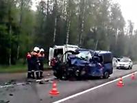 В Новгородской области на трассе «Россия» произошло ДТП: шесть человек погибли в минивэне