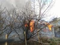 Видео: в Великом Новгороде горит дом на Лазаревской
