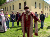 Новгородские школьники изучают старину с посадником Добрыней Едрейковичем