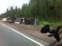 В Крестецком районе грузовик съехал в кювет после столкновения с трактором