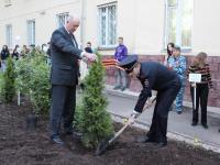 В Великом Новгороде на «Аллее Добра» высадили дерево в память о первом генерале новгородской милиции
