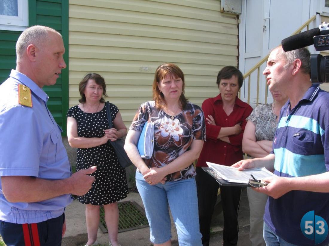 Возбуждено уголовное дело о мошенничестве при строительстве дома для переселенцев в Боровичах
