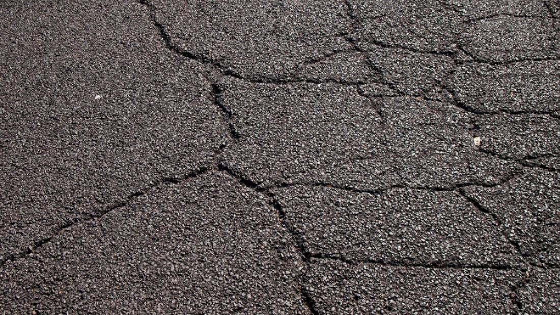 В Великом Новгороде комиссия начала проверять состояние гарантийных дорог