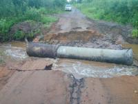 Фотофакт: размыв дороги в Любытинском районе