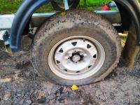 Исколотые колеса своих машин обнаружили рыбаки, приехавшие отдохнуть в деревню Взвад