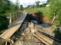 К отрезанным от мира жителям станции Теребутенец протянули «дорогу жизни» - пешеходный мост