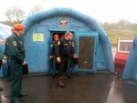 Министр МЧС посетил в Крестцах надувную баню