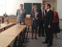 По пропуску в школу в новгородских «Ивушках» Дмитрий Медведев сможет сходить в столовую и библиотеку