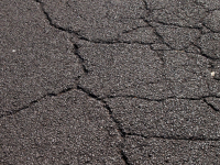 Прокуратура области: выбоины и трещины на улицах Вечевая и Парковая создают угрозу для здоровья граждан