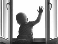 Следком:  к сожалению, профилактическая работа «по детям и окнам» на Новгородчине не приносит результата