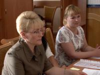 В новгородский областной избирком сдала подписи кандидат в губернаторы Ольга Ефимова