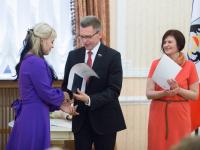 В Великом Новгороде выпускникам Президентской академии вручили дипломы о высшем образовании