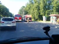 В Великом Новгороде загорелся пассажирский автобус, рекламирующий печи