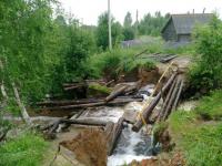 Жители станции Теребутенец Любытинского района с нетерпением ждут ремонта разрушенного моста
