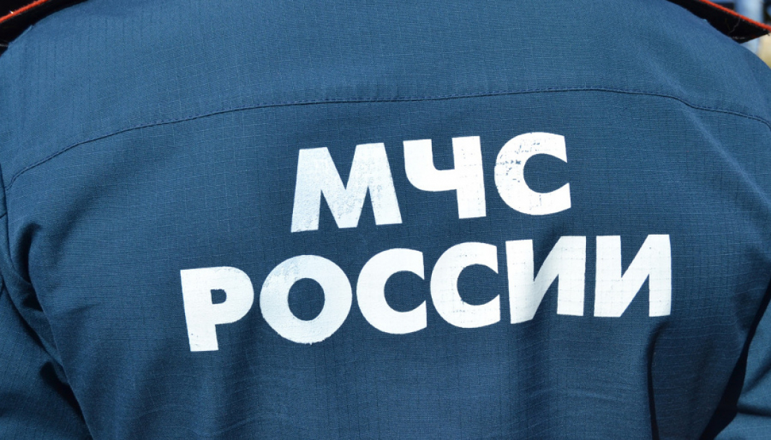 В Новгородском районе спасателям пришлось доставать двоих человек из авто, попавшего в аварию