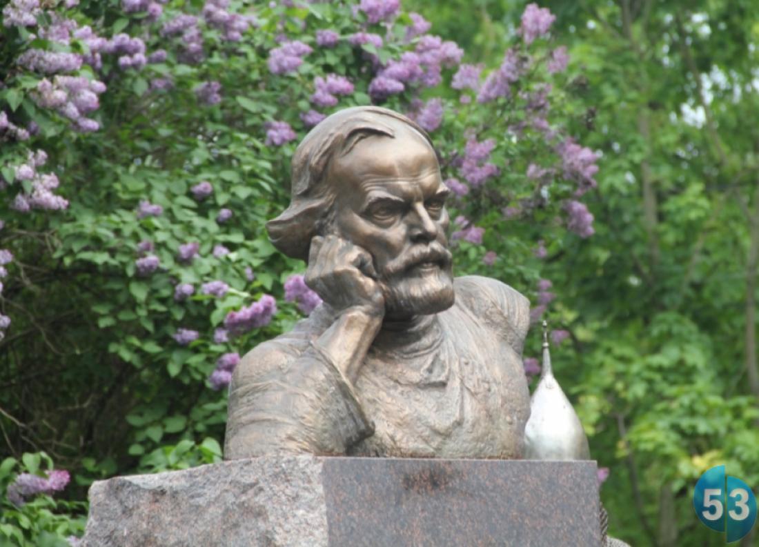 Место в Великом Новгороде назовут не «сквер имени писателя Балашова», а «Балашовский сквер»