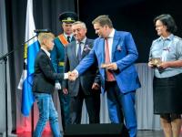 22 юных новгородца получили паспорта в День российского флага и на старте кинофестиваля