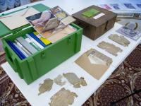 Андрей Никитин вручил правительству Москвы артефакты, найденные новгородскими поисковиками