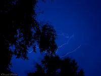 Фото: гроза рисует причудливые линии в небе Великого Новгорода