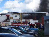 Фотофакт: В Великом Новгороде горит таксопарк