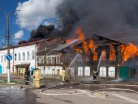 Горящие дома тушили в центре Валдая семь часов