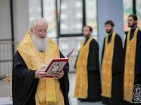 Митрополит Новгородский и Старорусский Лев освятил новую школу в «Ивушках»