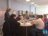 Новгородские общественники обсудили в новой школе летний отдых детей