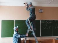 По требованию прокуратуры в новгородских школах устанавливают системы видеонаблюдения