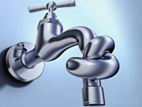 «Сколько еще над нами будут издеваться?» - задают вопрос своим властям жители Старой Руссы, лишенные воды