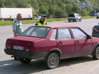 У Колмовского моста люди в погонах «допрашивали» автомобилистов-должников