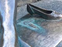 «Уставшая туристка» в Великом Новгороде лишилась туфельки
