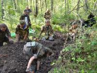 В Старорусском районе поисковики установили личности двух погибших солдат по медальонам