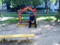 В Великом Новгороде мужчина приставал к девочке на детской площадке