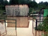 В затопленной деревне Демянского района вода начала уходить