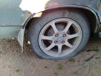Владельцы машин, чьи колеса искололи во Взваде, обратились в полицию