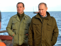 Владимир Путин два часа гонялся за щукой с камерой go pro, но все-таки добился своего