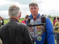 Парашютист Павел Гальченко из Великого Новгорода готовит новичков к небу