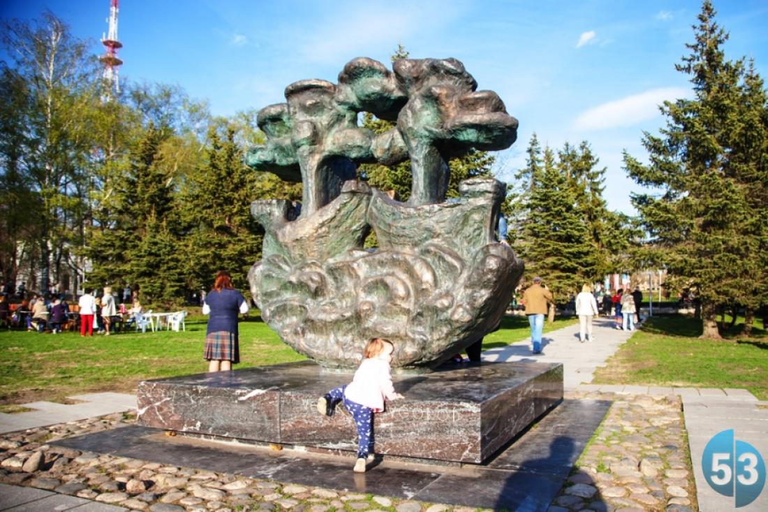 Новгородцы против «кладбищенской ограды» на Ярославовом дворище