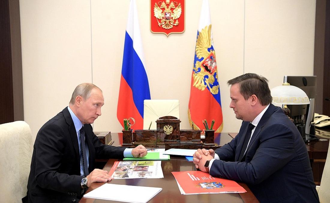 Андрей Никитин открыл тайну зеленой папки президента