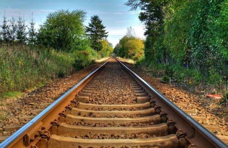 Жители Тесово-Нетыльского готовы встать на рельсы и остановить поезд